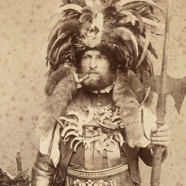 The portrait of a saltner from around 1900 shows a wine keeper in an imaginative costume. Apart from the fatsche, this included a halberd, a hat with feathers and animal tails, leather cuffs and necklaces with boar's teeth.  Photography by Fritz Largajolli, Merano, c. 1900 Collection District of Upper Bavaria, Trachten-Informationszentrum