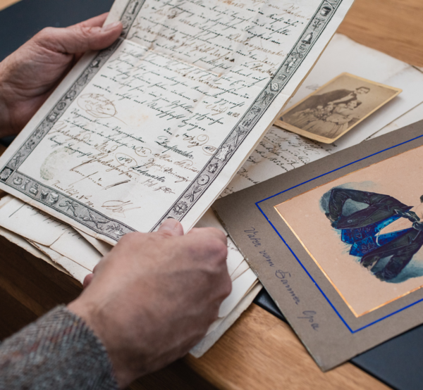 View of an old manuscript; below it are further archival documents from the collection of the tailor Lukas Danner.