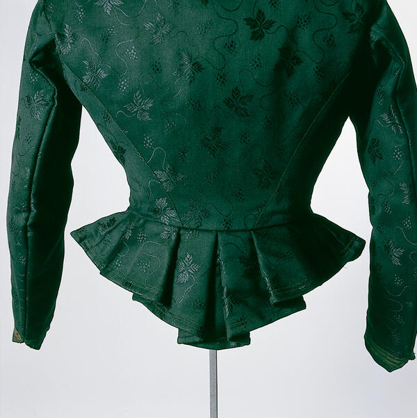 Rear view of a dark green caraco from Aufhofen, dated about 1910.